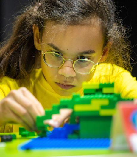 Faith (11) uit Doetinchem verovert plek in Kids Crew Legoland: 'Met Lego maak ik dingen die in het echt niet kunnen'