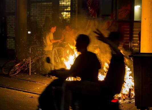 De Haagse Schilderswijk stond dagenlang in brand na de dood van Mitch Henriquez.