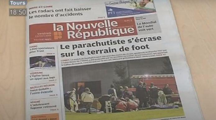 De voorpagina van een lokale krant, daags na het drama in Saint-Denis-de-l'Hôtel, nabij Orléans.