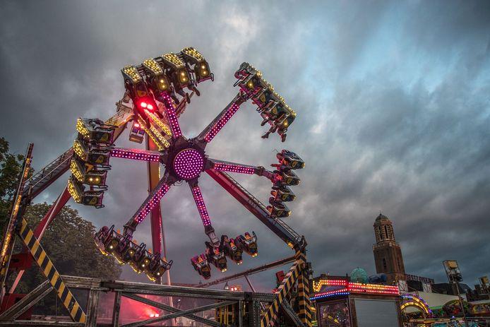 De zomerkermis is weer neergestreken in de Zwolse binnenstad.