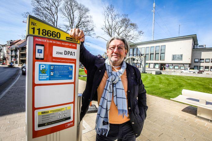 Schepen van Parkeerbeleid Stéphane Buyens ontvouwt zijn nieuwe parkeerplan