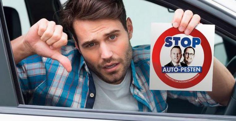 Vlaams Belang is met een campagne bezig tegen de mogelijke invoering van een maandelijkse autovrije zondag in Kortrijk.