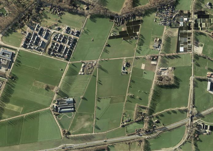 Het toekomstige Opbroek-Oost met helemaal onderin de N347 en links aan de Oosterhofweg het agrarische bedrijf van Ter Keurs.