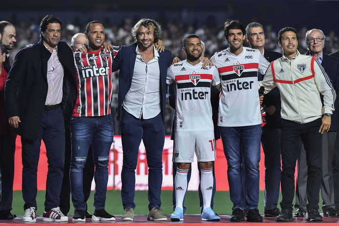 Van links naar rechts: Raí, Luis Fabiano, Diego Lugano, Dani Alves, Kaká en zijn nieuwe teamgenoot Hernanes.