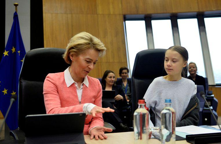 Zweedse klimaatactiviste Greta Thunberg (R) eerder al in het bijzijn van de voorzitter van de Europese Commissie Ursula Von der Leyen (L).