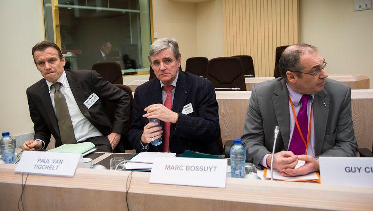 Paul Van Tigchelt (OCAD), Marc Bossuyt en Guy Cumps (Comité P) tijdens een zitting van de commissie Terrorismebestrijding in januari. Beeld BELGA