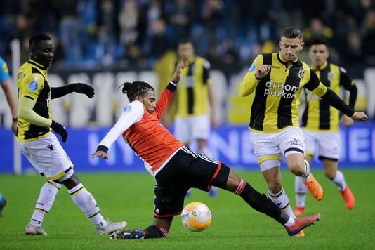 Jeremiah St. Juste in duel met Vitesse.
