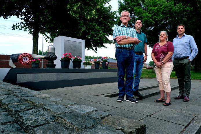 Van links naar rechts: Arie Verhoeven, Erwin van Wijngaarden, Margré van Wijngaarden en Peter Jan van der Giessen van de werkgroep Lancaster Popeye.