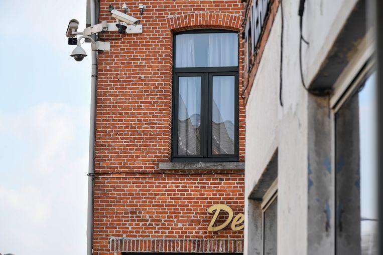 Een camera in de Kloosterstraat houdt de buurt van café De Lantaarn in de gaten.