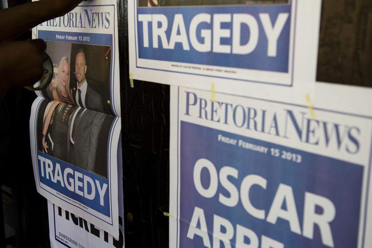 Krantenkoppen in Zuid-Afrika vanochtend. Beeld epa