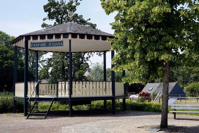 Opvallend in Uitwijk is de muziektent van fanfare Juliana