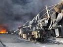 De uitgebrande hoogwerker van de brandweer Veldhoven.