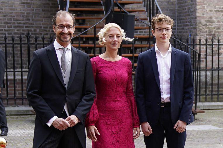 Eric Wiebes, minister van Economische Zaken en Klimaat arriveert met zijn gezin bij de Ridderzaal op Prinsjesdag.  Beeld ANP