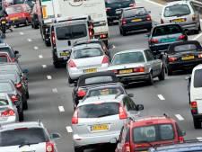Enorme file richting Amsterdam na ongeluk met zeven auto's