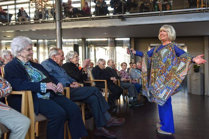 Willeke Alberti bij haar optreden onlangs in Park Stanislaus in Moergestel.