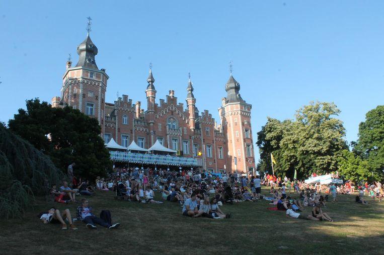 Meer dan 10.000 festivalgangers kwamen naar het centrum van Dilbeek voor het Vijverfestival.