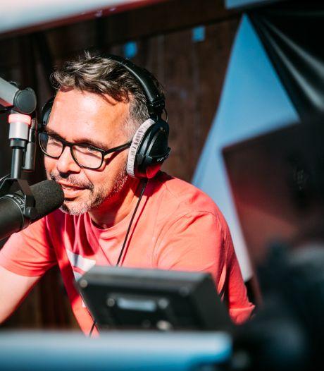 Michiel Veenstra verloor na dertien jaar dierbaar muntje uit zijn broekzak in Apeldoorn en nu wil de dj het terug