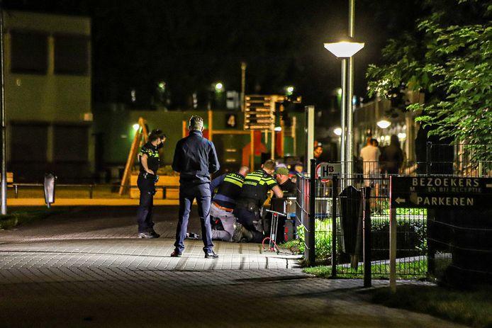 De politie arresteerde gisteren een 41-jarige asielzoeker bij het asielzoekerscentrum in Harderwijk.