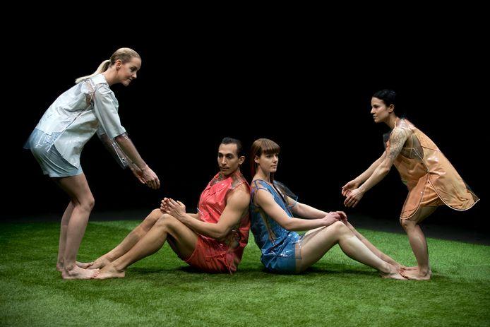 Beeld uit Pandora's DropBox, de nieuwe voorstelling van de Tilburgse choreografe Katja Heitmann