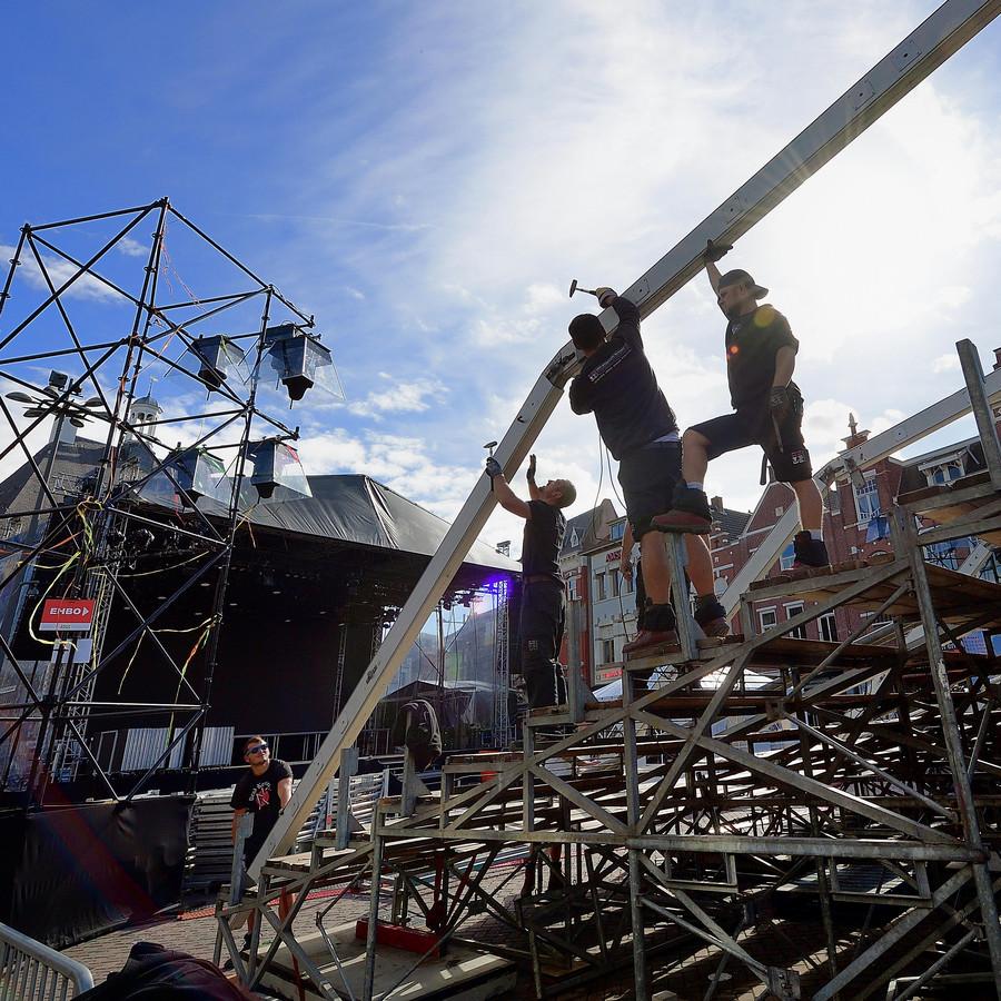 roosendaal - 20180924 - opbouw tribunes op de markt voor dansvoorstelling.pix4profs/petervantrijen