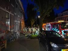 Bewoners vluchten via dak na vermoedelijke brandstichting; huis onbewoonbaar