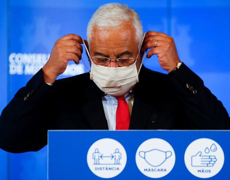 De Portugese premier António Costa tijdens een persconferentie over nieuwe coronamaatregelen op 5 december.  Beeld REUTERS