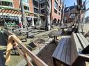 Het terras van Het Lokaal in Drunen, nu nog leeg. Eind deze maand kunnen er waarschijnlijk in ieder geval vijftig mensen terecht.
