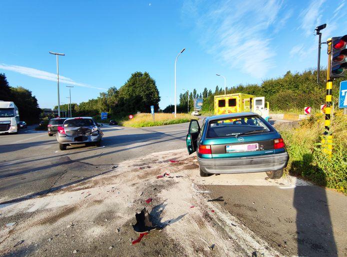 De schade aan beide voertuigen is groot.