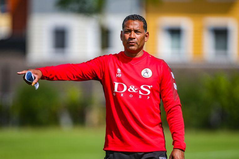 Sparta-trainer Henk Fraser is nadrukkelijk in beeld als tweede assistent van toekomstig bondscoach Louis van Gaal. Beeld Mischa Keemink/Pro Shots