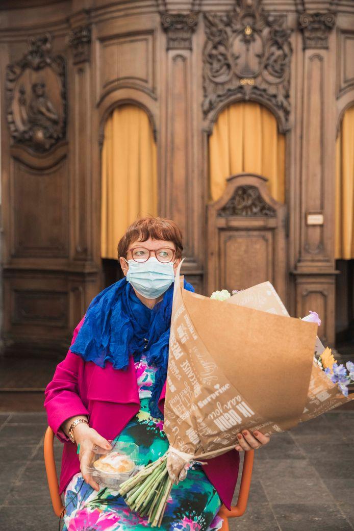 Rachelle Schoofs, de 10.000ste persoon die zich in het vaccinatiecentrum liet vaccineren.