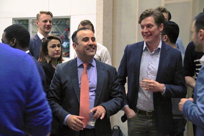 Achraf Bouali (midden, met oranje-roze stropdas) uit Goirle is Kamerlid voor D66