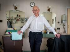 Kapper Jac van Wissen (90) stopt abrupt: 'Ik maak een afscheidstour langs vaste klanten'