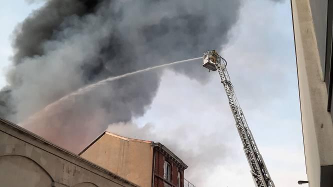 Impressionnant incendie dans un atelier près de la Médiacité à Liège