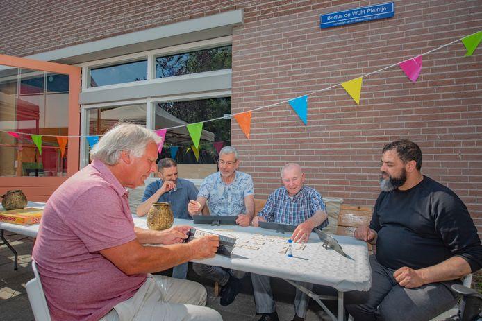 Bertus de Wolff (91) komt al vanaf zijn kinderjaren bij buurthuis De Mussen. Hij is nu oudste bezoeker van het centrum dat zijn 95-jarig bestaan viert.