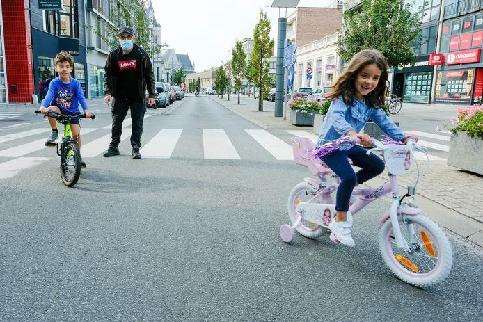autovrije zondag in Vilvoorde: jonge fietsers zijn de baas op straat