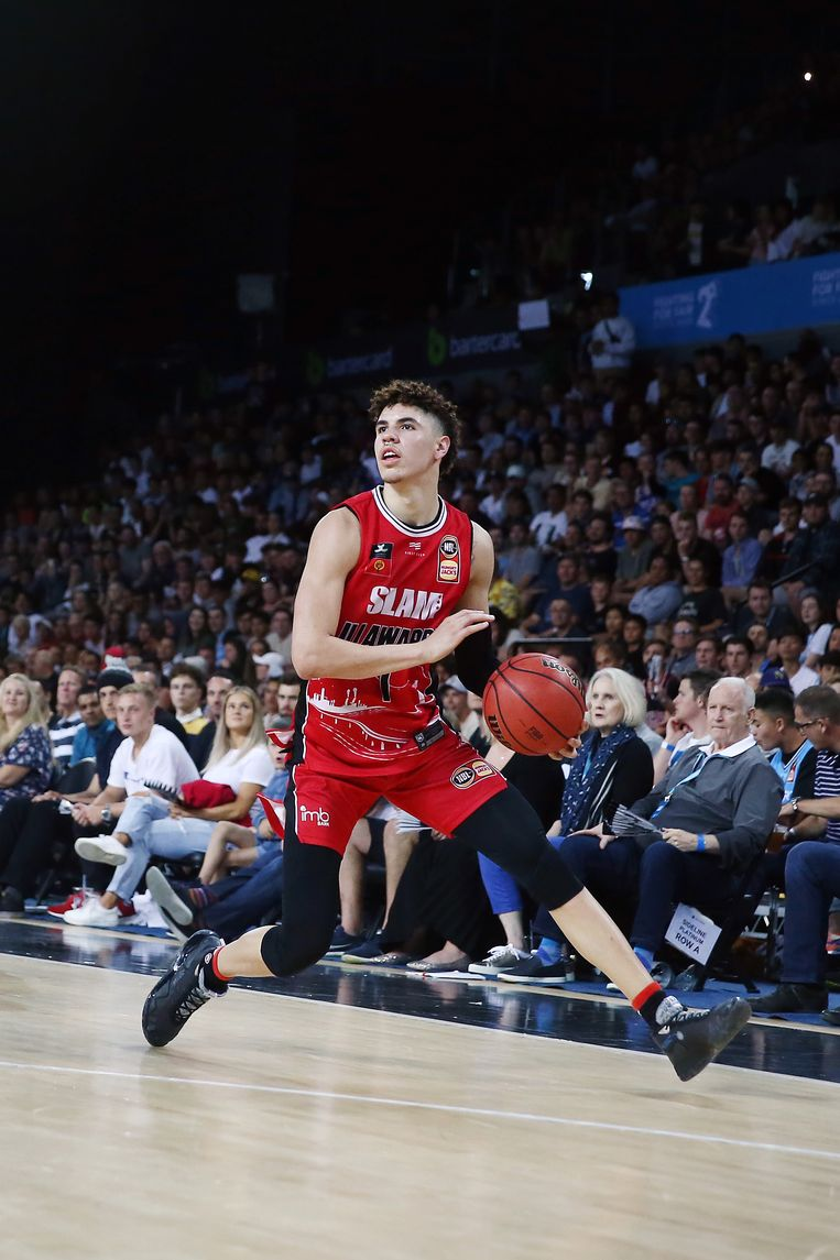 LaMelo Ball in actie voor de Illawarra Hawks. Beeld Getty Images