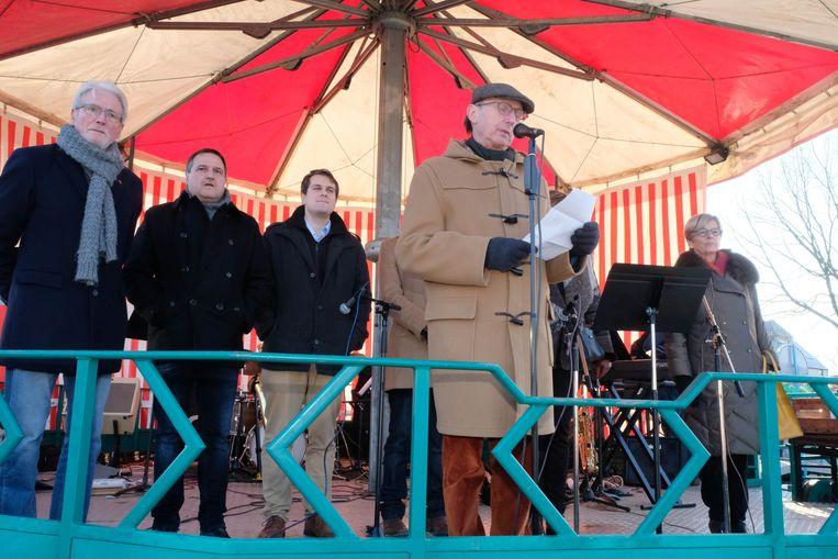 De burgemeester kwam speechen.