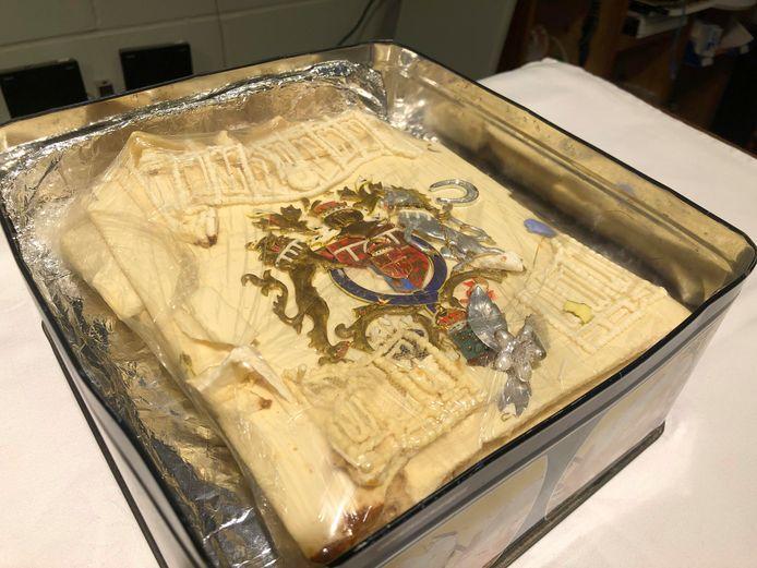 Een blik op het stuk taart dat werd geveild voor 2.185 euro.