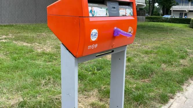 Dildoplakker slaat opnieuw toe in Nijmegen: piemels op verschillende brievenbussen geplakt