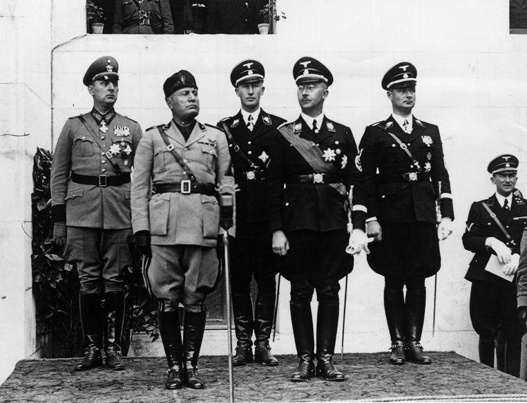 Rome 1937. Derde persoon is Reinhard Hendrich. Naast hem staat Heinrich Himmler.  Beeld ©MP/Leemage