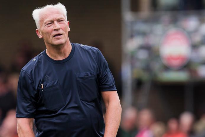 De Haagse scheidsrechter Dick Jol floot het oefenduel tussen Lugdunum en ADO Den Haag.