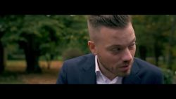 Gers Pardoel speelt gangster in nieuwe videoclip