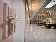 Pieter Jan (45) is boos op gevangenispersoneel en smijt met kan gloeiendhete koffie