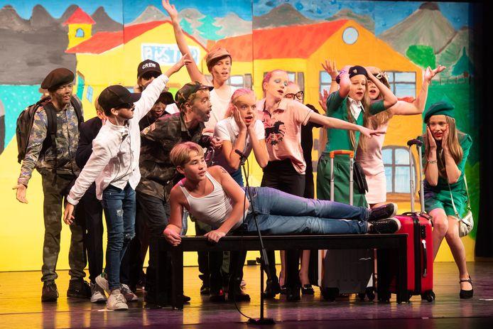 Musicalgroep 8 Dirk van Veenschool in het Chassé Theater.