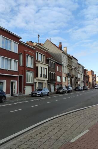 Vrouw in levensgevaar na uit de hand gelopen burenruzie: zes personen gearresteerd