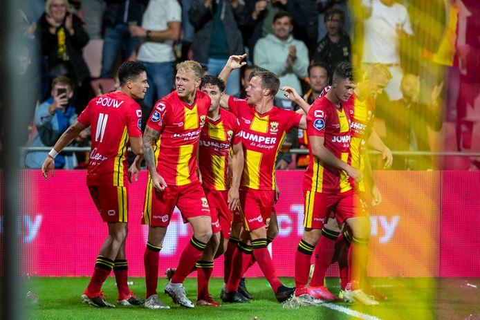 Vreugde bij GA Eagles na de 2-0 tegen Sparta. De eerste seizoenszege is een feit voor de Deventenaren.