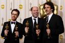 Scott Rudin heeft maar liefst 151 Oscarnominaties op z'n naam staan, waarvan 23 overwinningen. Onder meer voor 'No Country For Old Men', hier met regisseurs Ethan en Joel Coen.