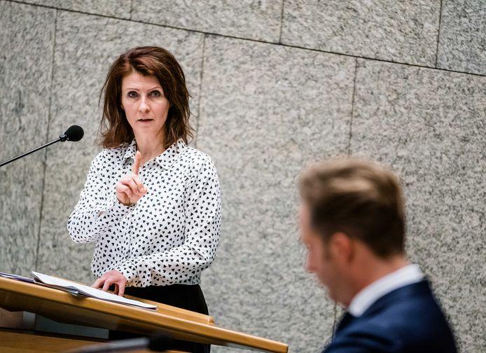 Esther Ouwehand (PvdD-leider) bij een debat in de Tweede Kamer.