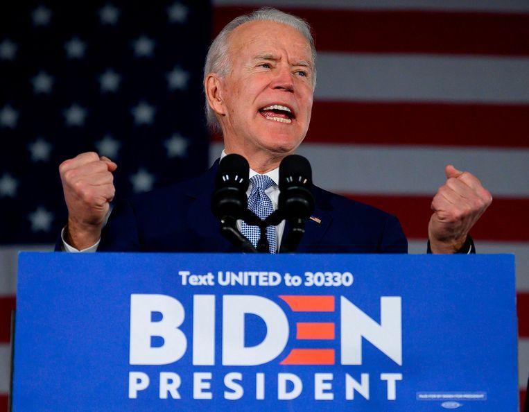 Een strijdvaardige Biden zaterdag na zijn overwinning in South Carolina. Beeld AFP
