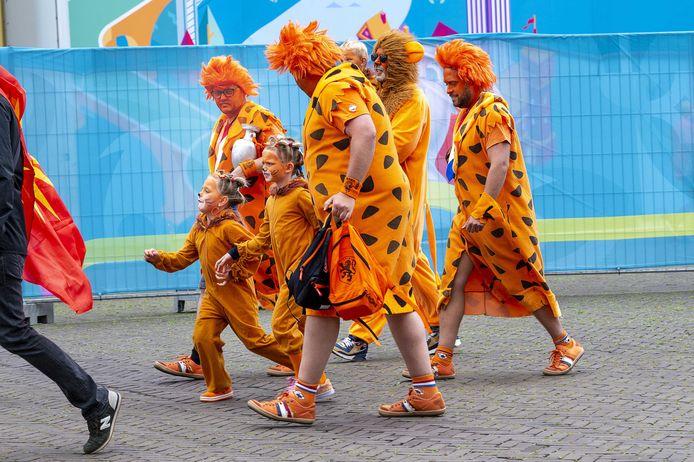 Bij de wedstrijd van de Oranje Leeuwinnen stromen de tribunes weer vol.